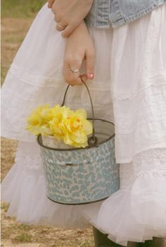 wouldn't this be a cute way for bridesmaids to carry flowers?