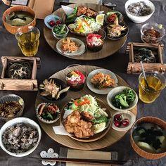 いいね!1,116件、コメント22件 ― fuchiさん(@fuchibiyori)のInstagramアカウント: 「2017.6.19 Mon. . 昨日の #晩ごはん です。 . 【鶏のから揚げ定食】 ・鶏のから揚げ 素焼きピーマン添え ・キャベツの千切り ・一口ざる蕎麦 ←昼の残り ・胡瓜のキムチのせ…」