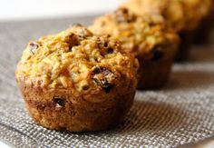 Easy, healthy and delicious Flax, Carrot, Apple Muffins. These healthy breakfast muffins are rich in Only 120 calories and 3 grams of fat. Raisin Muffins, Carrot Muffins, Oatmeal Muffins, Healthy Breakfast Muffins, Breakfast Recipes, Banana Breakfast, Health Breakfast, Breakfast Ideas, Muffin Recipes