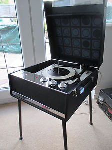 Got this Dansette Bermuda Valve record player off E-bay. The start of my vinyl revival. Retro Record Player, Record Players, Music Images, Vintage Records, Geronimo, 1960s, Board, Products, Sixties Fashion