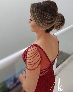 Penteados para mãe da noiva: ideias para celebrar o grande dia com sua filha Bun Hairstyles, Beauty Makeup, Wedding Inspiration, Make Up, Hair Styles, Dresses, Fashion, Bride Short Hair, Short Wedding Hair