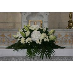 decoration church wedding composition floral auxerre yonne - Pin This Christmas Flower Arrangements, Flower Arrangements Simple, Church Wedding Decorations, Table Decorations, Contemporary Flower Arrangements, Deco Floral, Art Floral, Floral Wedding, Floral Wreath