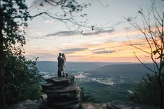 Chattanooga Sunset Rock Engagement. Jessie and Brandon. Nashville wedding photographer Cassie Lopez photography. Romantic overlook. Tennessee scenic views.