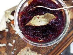 Marmelad med lingon, honung och lagerblad