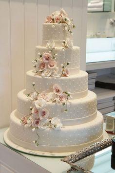Awesome 60+ Elegant Wedding Cake Ideas https://weddmagz.com/60-elegant-wedding-cake-ideas/