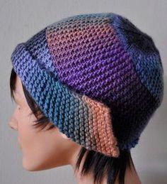 Это шапка, вяжется полосой, сшивается, а потом к ней привязывают верхушку.  Описание на англ бесплатно