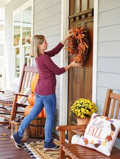 From Halloween to Thanksgiving, this 22-inch wreath is perfect both indoors or outdoors during the changing seasons. #lowes #fall #decor
