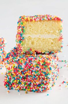 Fairy bread lamingtons - Fairy Bread Lamingtons – this is the best combo of party favourites ever! Fairy Bread, Slow Cooker Desserts, Food Cakes, Cupcake Cakes, Cupcakes, Baking Recipes, Dessert Recipes, Sweet Desserts, Cake Stall