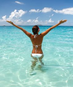 An organic sunscreen will protect your skin without the nasty chemicals of most suntan lotions or sunblock. Nourish and moisturize your skin for a healthy tan. Gizele Oliveira, Feng Shui Wealth, Best Sunscreens, Happy Life, Health And Wellness, Beautiful Places, Beautiful Women, At Least, Take That