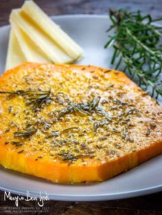 Ingredients 4 slices pumpkin (violin or butternut) 4 tablespoons rosemary (very finely chopped) 2 teaspoons garlic squeezed (or garlic powder) nutmeg q. Light Recipes, Wine Recipes, Vegan Recipes, Cooking Recipes, Vegetable Salad, Vegetable Recipes, Happy Foods, Antipasto, Going Vegan
