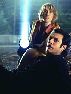 "Laura Dern as Dr. Ellie Satler and Jeff Goldblum as Dr. Ian Malcolm in ""Jurassic Park"" directed by Steven Spielberg. Jurassic World 2015, Jurassic Park Series, Jurassic Park 1993, Jurassic Park Logo, Jurassic Park Characters, Jeff Goldblum Jurassic Park, Stranger Things, Jurrassic Park, Por Tras Das Cameras"