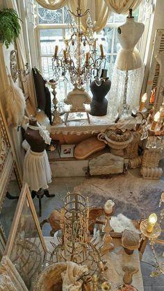 Vintage Store Displays, Vintage Display, Vintage Shops, Vintage Mannequin, Boudoir, Nostalgia, Antique Stores, White Decor, Mannequins