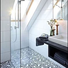 Top Loft Conversion Ideas That Will Transform Your Attic - Shower Room in Your Attic Attic Shower, Small Attic Bathroom, Upstairs Bathrooms, Best Bathrooms, Quirky Bathroom, Small Shower Room, Shower Rooms, Classic Bathroom, Luxury Bathrooms
