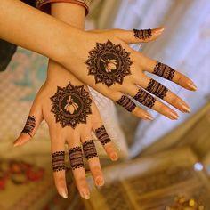 Simple Mehndi Designs Fingers, Pretty Henna Designs, Mehndi Designs For Kids, Mehndi Designs Feet, Finger Henna Designs, Stylish Mehndi Designs, Mehndi Designs For Beginners, Wedding Mehndi Designs, Latest Mehndi Designs