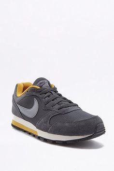 Nike - Baskets MD Runner noires et jaunes ba3079b94ebff