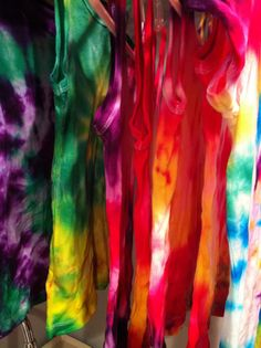 Pars Caeli: Tie Dyed tank tops... This picture and colors are so inspiring #tiedye