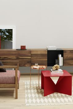 Solid copper side table HABIBI by Philipp Mainzer and coffee table CALVERT by Ferdinand Kramer. / www.e15.com #e15 #red