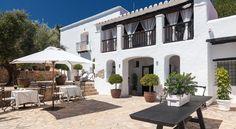 Hotel Agroturismo Can Guillem http://www.canguillem.upps.eu Das Agroturismo Can Guillem ist ein umgebautes Bauernhaus und liegt im ländlichen Teil von Ibiza. Freuen Sie sich auf einen Außenpool und einen großen Garten. Es bietet kostenfreies WLAN und liegt 5 km von Ibiza-Stadt entfernt.Das Hotel bietet eine hübsche Terrasse und auf Anfrage werden Ihnen Mahlzeiten dort serviert. In Ibiza-Stadt finden Sie zahlreiche Restaurants und Bars, ebenso wie den weltberühmten Nachtclub Pacha.