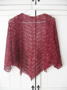 crocheted shawl - great pattern found at Ravelry - Eva's Shawl Pattern Crochet Motifs, Knit Or Crochet, Crochet Scarves, Crochet Crafts, Crochet Clothes, Crochet Stitches, Free Crochet, Crochet Patterns, Ravelry Crochet
