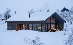 Bildegalleri - Sjemmedalhytta Scandinavian Cabin, Modern Barn House, Italy House, Dream House Exterior, Dream Home Design, Small House Plans, Winter Cabin, Building A House, New Homes