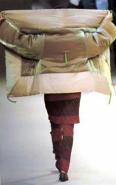 Issey Miyake Fashion Show, Fall/Winter 1995 Issey Miyake, Ying Gao, Deconstruction Fashion, Japanese Fashion Designers, Kimono Fabric, Comme Des Garcons, Minimal Fashion, High Fashion, Piece Of Clothing