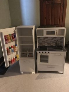 toy rooms Newest Photo Style An Ikea childrens space continues to intrigue the little ones, because they are offered a great Play Kitchen Diy, Ikea Kids Kitchen, Toy Kitchen, Play Kitchens, Kitchen Ideas, Toy Rooms, Kids Furniture, Bedroom Furniture, Furniture Design