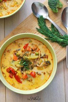 Rozgrzewająca zupa z kurczakiem, brokułem, papryką i groszkiem 4 Soup Recipes, Diet Recipes, Cooking Recipes, Healthy Recipes, Good Food, Yummy Food, Big Meals, Frugal Meals, Special Recipes