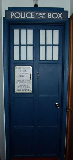 How to make a tardis door - Tardis selber bauen ...