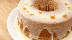 Huuumm sabe aquele bolo super tradicional que você e quase o planeta inteiro é super apaixonado? Siiimmm é este aqui, esse é aquele Bolo de Laranja que faz um mega sucesso quando as visitas chegam …