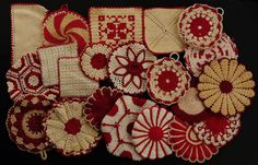Red and white potholder collection Vintage Potholders, Crochet Potholders, Vintage Love, Retro Vintage, Vintage Kitchen, Vintage Modern, Red And White Kitchen, Red Kitchen, Kitchen Interior