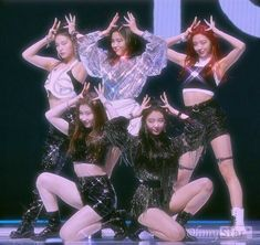 Find images and videos about kpop, and sparkle on We Heart It - the app to get lost in what you love. Kpop Girl Groups, Korean Girl Groups, Kpop Girls, Retro Aesthetic, Kpop Aesthetic, K Pop, 90s Fashion, Star Fashion, Spice Girls