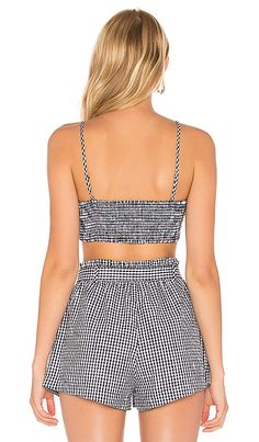 For Love & Lemons Gingham Crop Top en Gingham Cool Outfits, Summer Outfits, Fashion Outfits, Moda Casual, Revolve Clothing, Short Girls, Simple Style, Diy Clothes, Preppy
