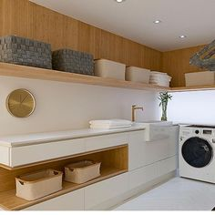 Moderne Inneneinrichtung Classy Laundry Room Update Showing Off Minimalist & Modern Interior Modern Laundry Rooms, Farmhouse Laundry Room, Modern Room, Küchen Design, Home Design, Design Ideas, Room Interior, Interior Design Living Room, Interior Doors