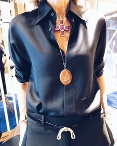 Love this silk blouse and color! Business Casual Outfits, Chic Outfits, Fashion Outfits, Womens Fashion, Fashion Tips, Fashion Trends, Work Fashion, Fashion 2020, Fashion Jewelry