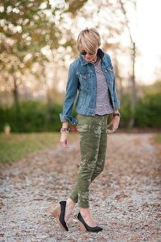 seersucker and saddles: pattern mix Camo Jeans Outfit, Camo Outfits, Casual Outfits, Fashion Outfits, Camo Pants, Fall Winter Outfits, Spring Outfits, Mode Inspiration, Seersucker