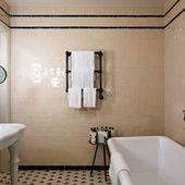 Après Chicago et Istanbul, le groupe hôtelier britannique ouvre cet automne un nouvel hôtel à Barcelone. Installé dans le quartier gothique, ce nouveau lieu de vie, qui ne déroge pas à la coolitude Soho House, prend d'ores et déjà des réservations. Visite guidée par Vogue.fr.