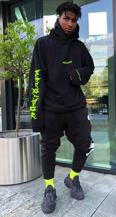 Neon Outfits, Fashion Outfits, Sneakers Fashion, Fashion Shoes, Men Street, Street Wear, Hypebeast Outfit, Style Africain, Mode Hijab
