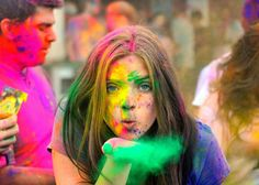 this festival of Holi bring lot of colorful changes in your life!Here are some Happy Holi greetings and Holi photos for you! Holi Images Hd, Happy Holi Images, Hd Images, Holi Wishes Messages, Happy Holi Wishes, Holi Festival India, Holi Festival Of Colours, Holi Colors, Holi Girls