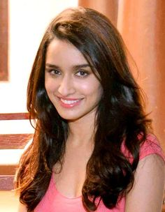 Shraddha Kapoor Biography, She is an Indian actress who works in Hindi films, was born on born 3 March Famous Actor Shakti Kapoor is the father of Shraddha Kapoor. Bollywood Outfits, Bollywood Fashion, Prettiest Actresses, Beautiful Actresses, Beautiful Bollywood Actress, Beautiful Indian Actress, Indian Celebrities, Bollywood Celebrities, Shraddha Kapoor Cute