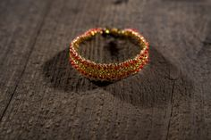 Bracelet made of needle and thread of titanium. Clasp in gold, on a carabiner. Mesh bracelet. 17cm x 1,5 cm