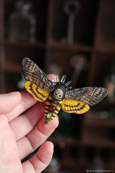 Polymer Clay Crafts, Diy Clay, Cthulhu Art, Plant Bugs, Textile Sculpture, Beautiful Bugs, Diy Crafts Jewelry, Clay Figures, Animal Skulls