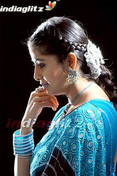 South Indian Actress, Beautiful Indian Actress, Monica Bellucci Photo, Saree Models, Tamil Actress Photos, Indian Beauty Saree, Beautiful Saree, India Beauty, Telugu