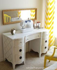 Thrift Store Desk: Trash to Treasure cute sewing desk. Desk Makeover, Furniture Makeover, Furniture Projects, Diy Furniture, Painted Furniture, Furniture Refinishing, Diy Projects, Repurposed Furniture, Office Furniture