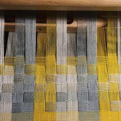 А вот что получается. Если очень понравится сделаю большую коллекцию таких их хлопка, есть уже 15 палитр. Ну а если слишком специфично, тогда обычных натку, с саржевыми вставками :) #ткачество #weaving #хлопок #процесс #ручнаяработа #ям #ярмаркамастеров