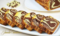 Chec pufos cu cacao (sub butter instead of oil, for more moist) Loaf Tin Recipes, Sweets Recipes, Easy Desserts, Cake Recipes, Romanian Desserts, Romanian Food, Yummy Drinks, Yummy Food, Homemade Sweets