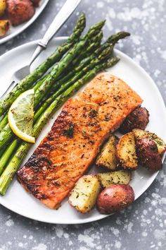 Easy healthy One Sheet Pan Baked Salmon and Asparagus with Potatoes dinner recip Main Dish Healthy Meal Prep, Healthy Dinner Recipes, Healthy Snacks, Healthy Eating, Healthy Salmon Recipes, Healthy Weekend Meals, Healthy Dinners, Healthy Chicken, Grilled Chicken