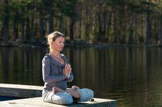 Elizabeth Lyseng har i flere år tatt med grupper ut i skogen for å gjøre yoga. I 2008 startet yogalæreren Yoga i Nordmarka og hun ønsker å gi elevene sine muligheten til å oppleve den beroligende effekten naturen kan ha.