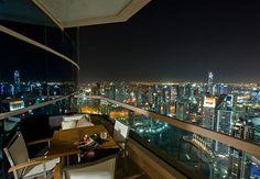 Privacidad y una vista de la iluminada ciudad de Dubai son los acompañantes perfectos para una cena romántica en el balcón de tu habitación. Dubai Marriott Harbour Hotel & Suites