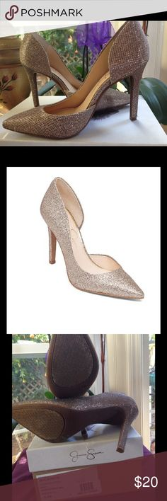 JS-Claudette Dust Gold pointed-toe pumps size 5.5 Cinderella style Sparkle Gold pointed-toe pumps. Approximate heel height- 3 3/4in size 5.5M..........in great condition worn once. The right shoe has a little tiny flaw which is not really noticeable Jessica Simpson Shoes Heels