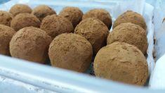 Trufas de garbanzo 2.0 Chocolates, Muffin, Bread, Breakfast, Food, Gastronomia, Shredded Coconut, Chickpeas, Deserts